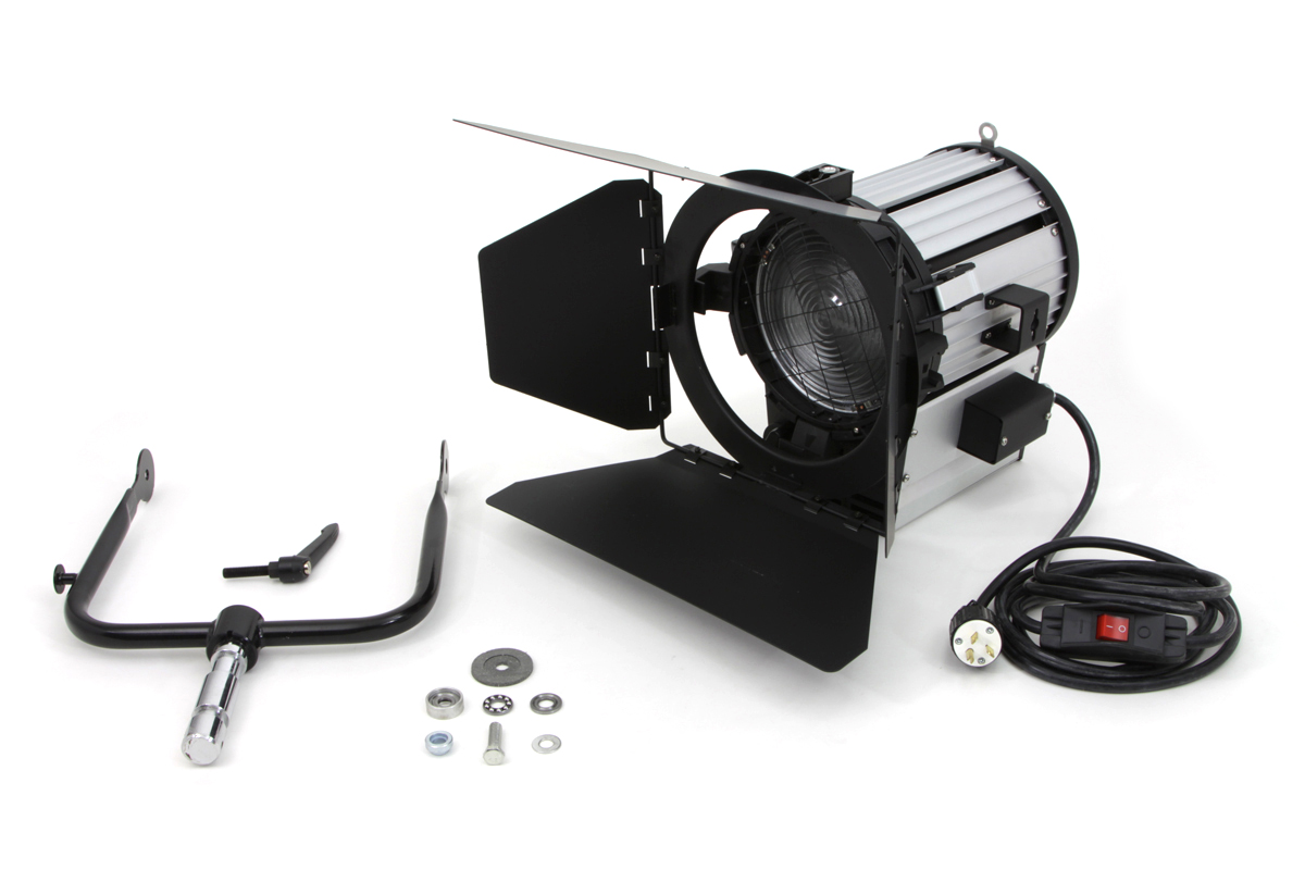 FRESNEL LIGHT, 2000W, 220V, 175MM LENS VTWIN 33-7004