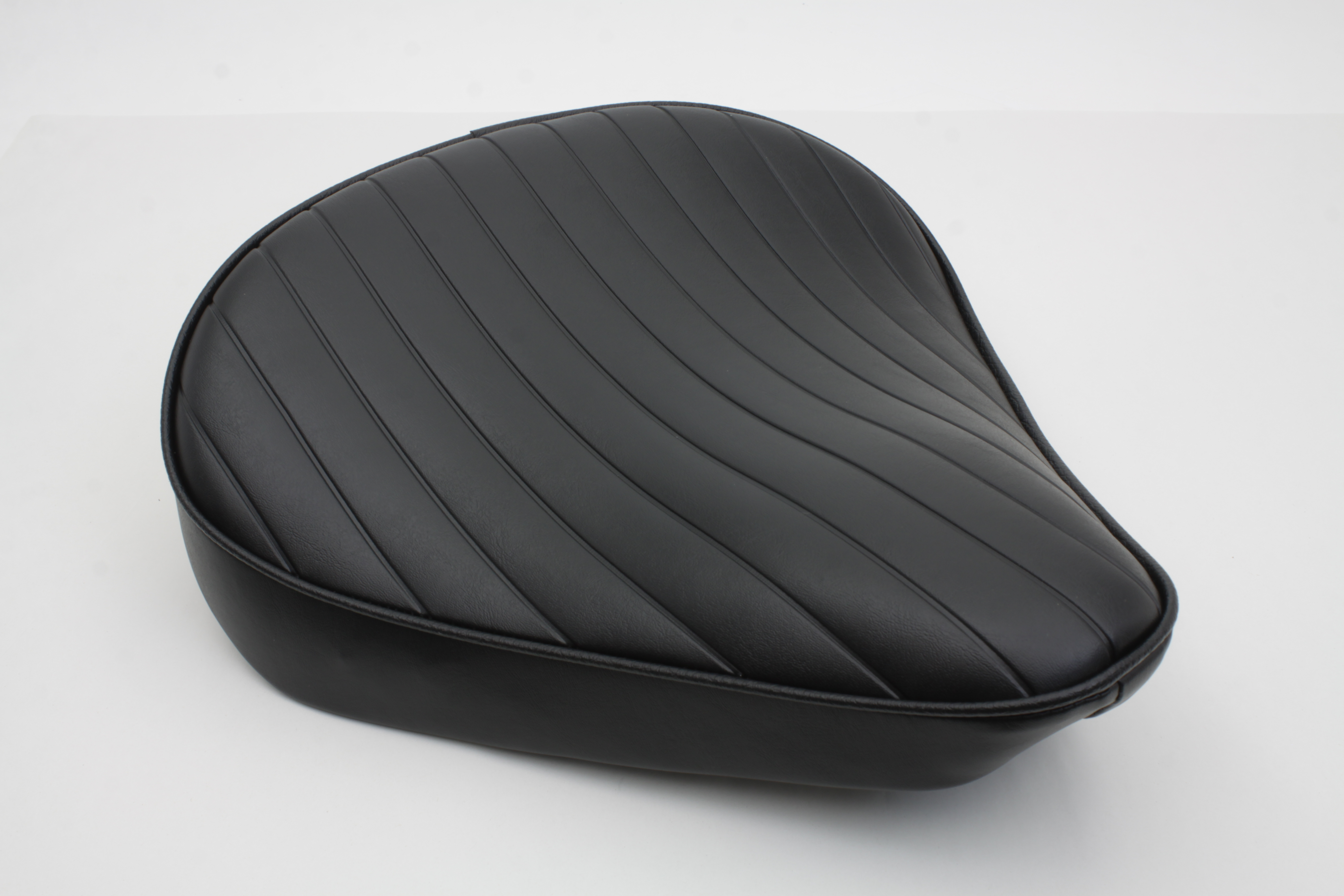 TUCK & ROLL SOLO SEAT LARGE, BLACK VTWIN 47-0363