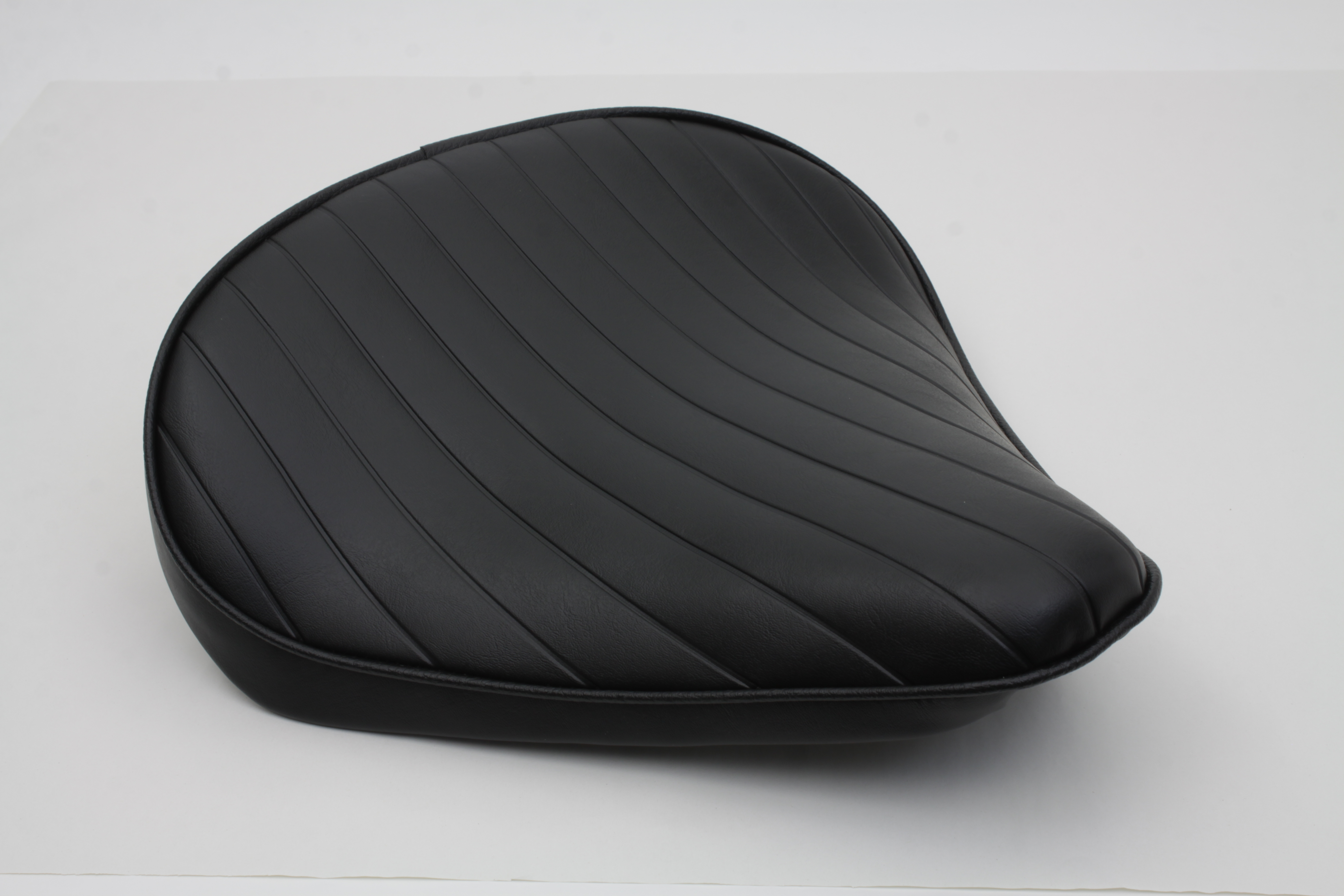 TUCK & ROLL SOLO SEAT LARGE, BLACK VTWIN 47-0364